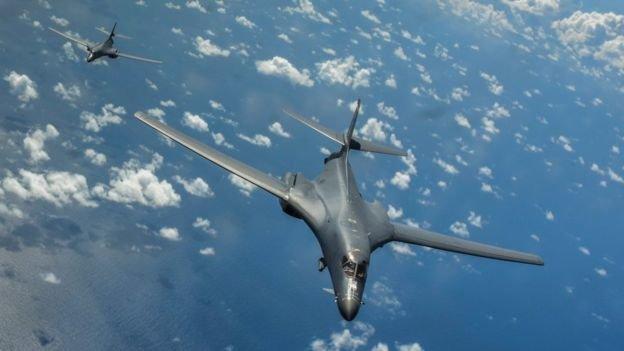 پرواز بمب افکن های راهبردی آمریکا بر فراز دریای چین جنوبی