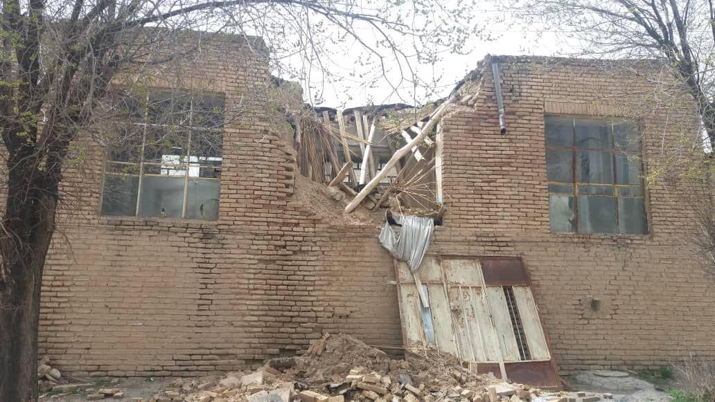 خبرنگاران بارندگی به بخشی از برج و باروی تاریخی چالشتر شهرکرد آسیب زد