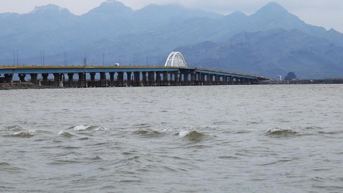 حجم آب دریاچه ارومیه همچنان فراتر از 5 میلیارد متر مکعب