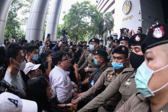 معترضان تایلند آزادی فعالان ضد دولتی را خواهان شدند