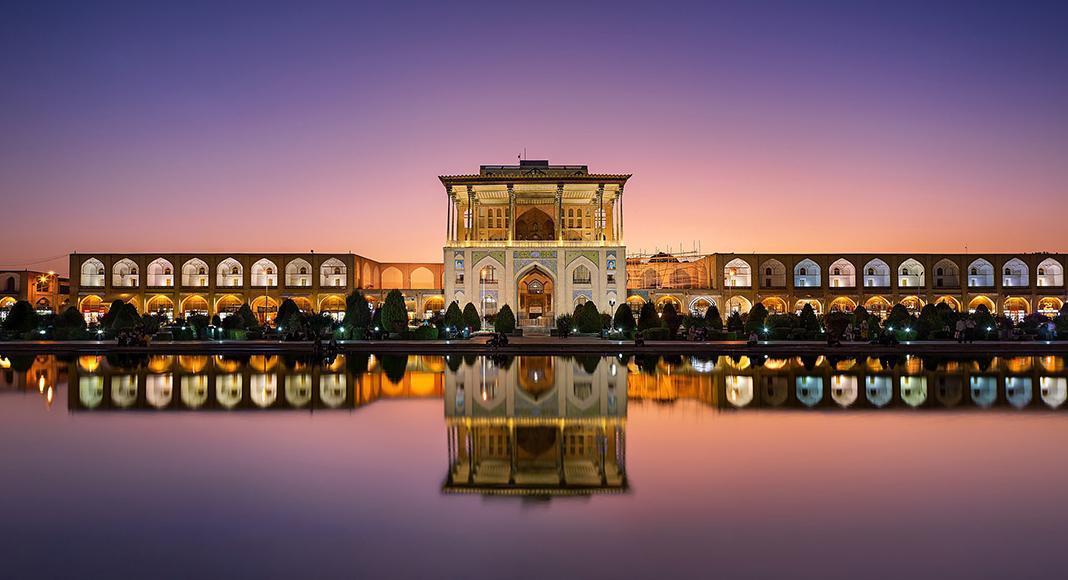 میدان نقش دنیا اصفهان