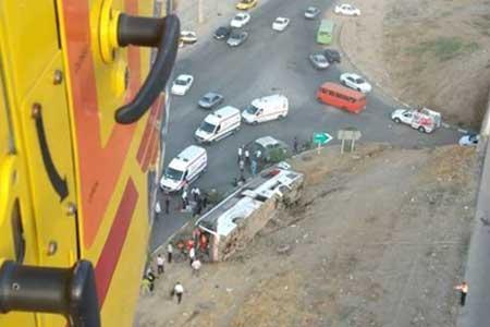 تصادف شدید کامیونت با خاور در بزرگراه شهید یاسینی