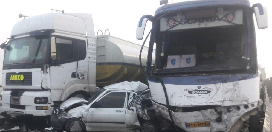 خبرنگاران کولاک موجب وقوع تصادف زنجیره ای خودروها در آزادراه زنجان - قزوین شد