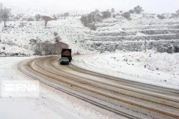 خبرنگاران 820 کیلومتر از جاده های لرستان برفروبی شد