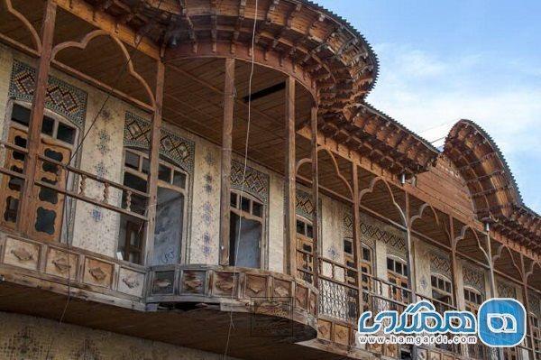 ابلاغ نقشه عرصه و ضوابط معماری 12 اثر ملی به استاندار فارس